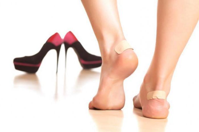 Картинки по запросу Как смягчить жесткие задники туфель?