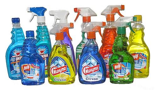 Флаконы с жидкостью для мытья стёкол