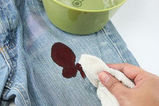 Чем отстирать краску для волос с одежды в домашних условиях 2Стиралки.ру
