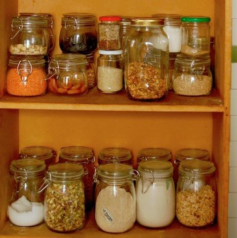 запасы круп на кухне