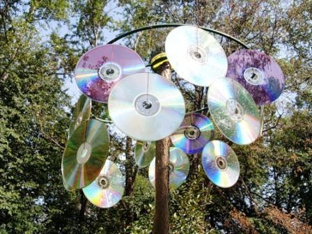Флюгер из компакт-дисков