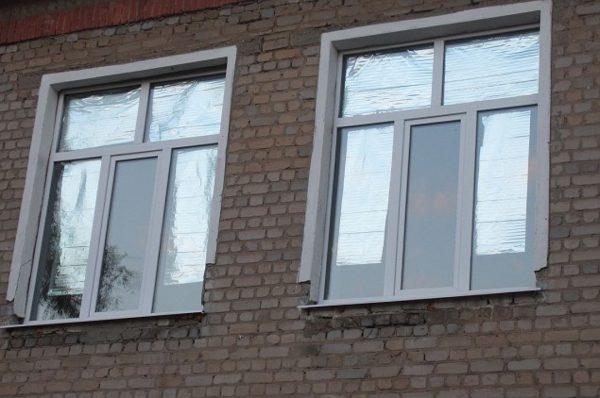 Окна, завешенные фольгой