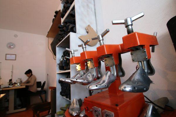 колодки для коррекции размера обуви в мастерской