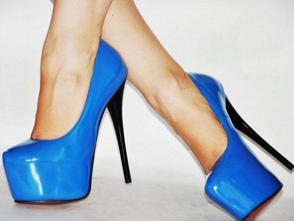 Как ухаживать за лакированной обувью и правильно её почистить, в том числе от черных полос