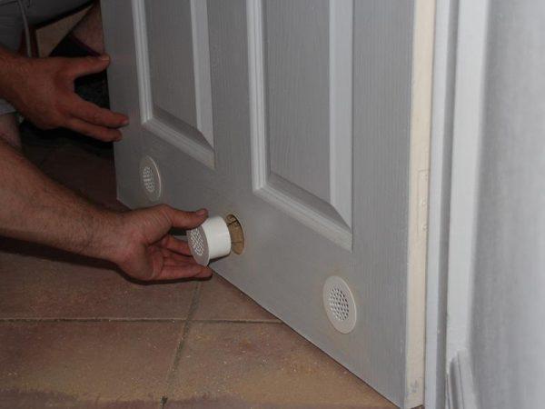 Вентиляционная решётка в двери