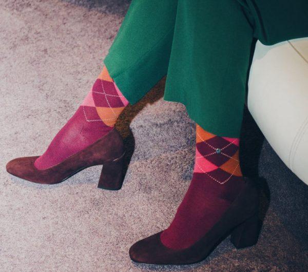 zamshevye tufli s noskami 5 600x530 - Как растянуть туфли в домашних условиях - работа с лаковой, кожаной и другими видами обуви