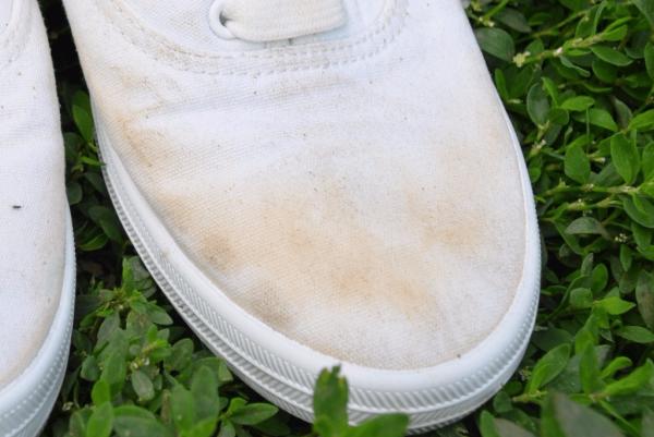 Как отбелить кроссовки, кеды и другую обувь в домашних условиях разными способами