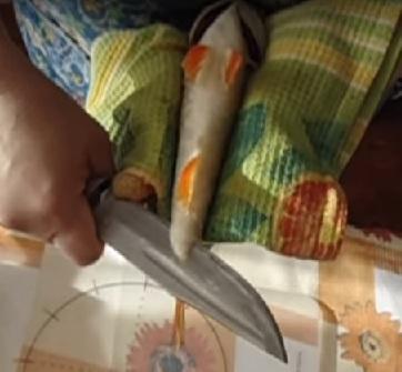 Отсекание нижних плавников у рыбы