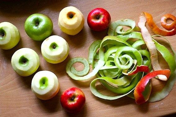 Кожура очищенных яблок
