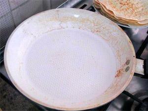 Пригоревшая сковородка, которую не смогли отмыть