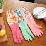 тонкие резиновые перчатки