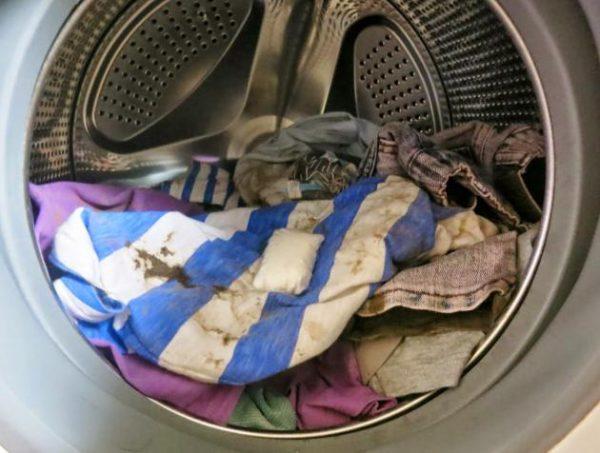 Грязное бельё в стиральной машине