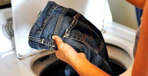 достать джинсы из стиральной машины