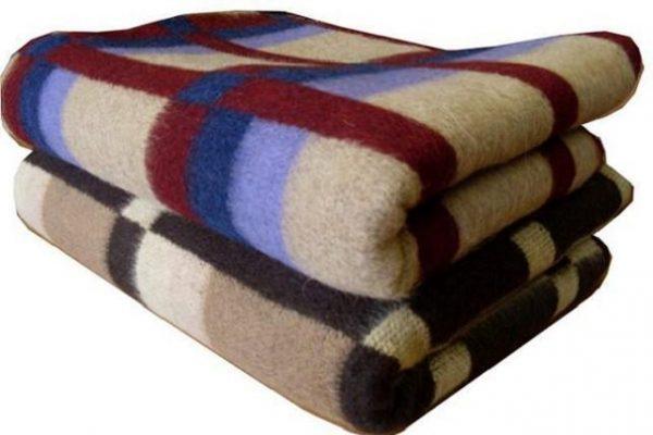 Два шерстяных одеяла в клетку