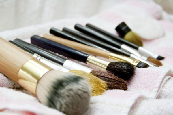 Косметические кисти для макияжа сушатся