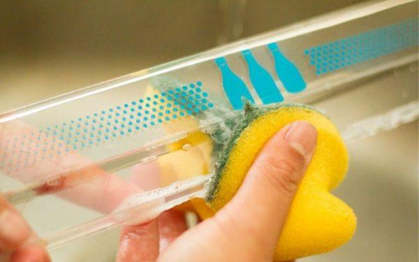 Мытьё ящика холодильника