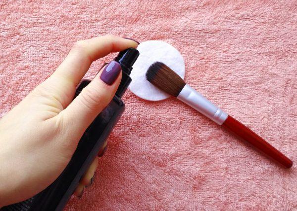 Спрей для очистки косметических кистей