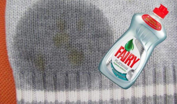 Пятно на свитере и бутылка Фейри