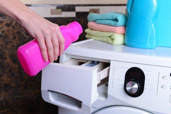Как вывести чернила с одежды и других предметов, убираем пятна от шариковой ручки легко и быстро