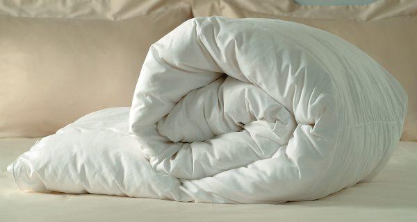 Светлое пуховое одеяло
