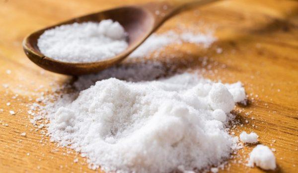 Горка и ложка с солью