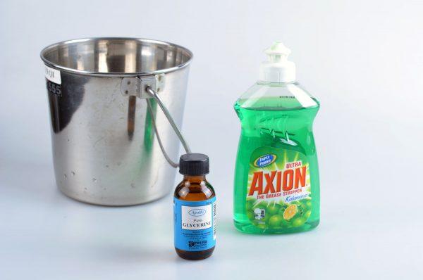 Моющее средство для посуды, металлическая ёмкость и глицерин