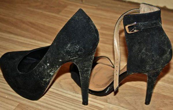 Замшевые туфли в плесени