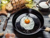 чугунная сковорода на кухне