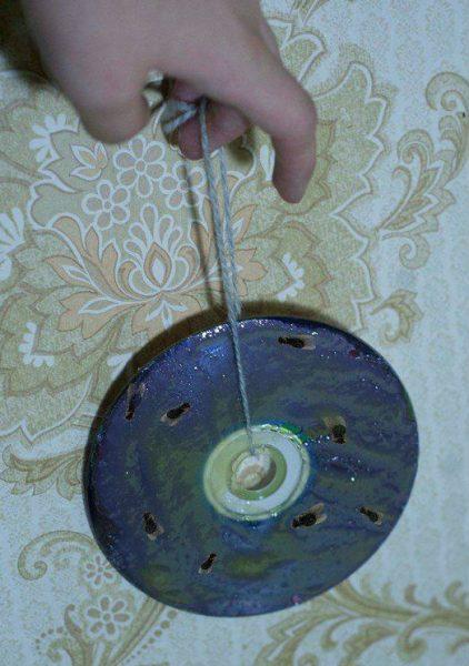 Ловушка для мух, сделанная из компакт-диска