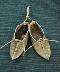 Обувь из сыромятной кожи