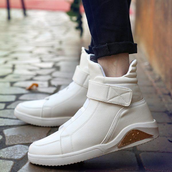 Обувь с белой подошвой, которую сложно отмыть