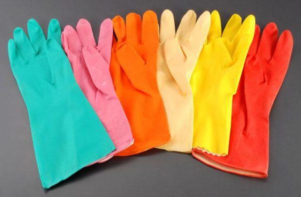 Разноцветные хозяйственные перчатки