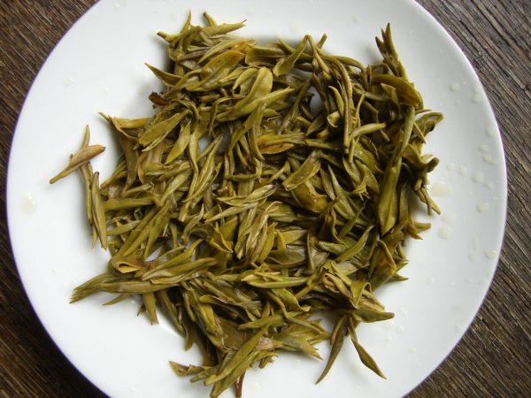 Спитые листья зелёного чая