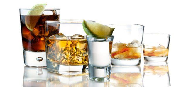 Стаканы с разным алкоголем
