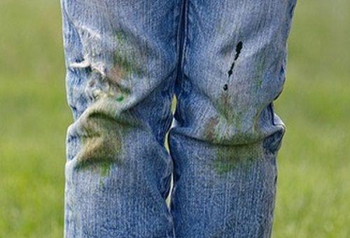 Чем вывести пятна от травы на светлых джинсах фото